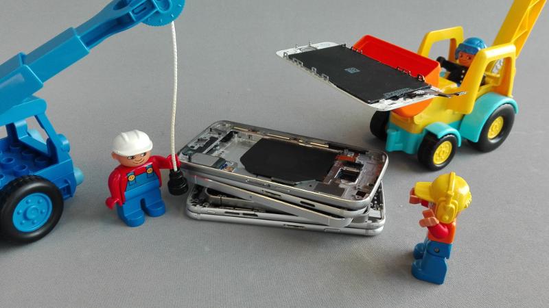 iPhone rikkoontuneen näytön vaihto