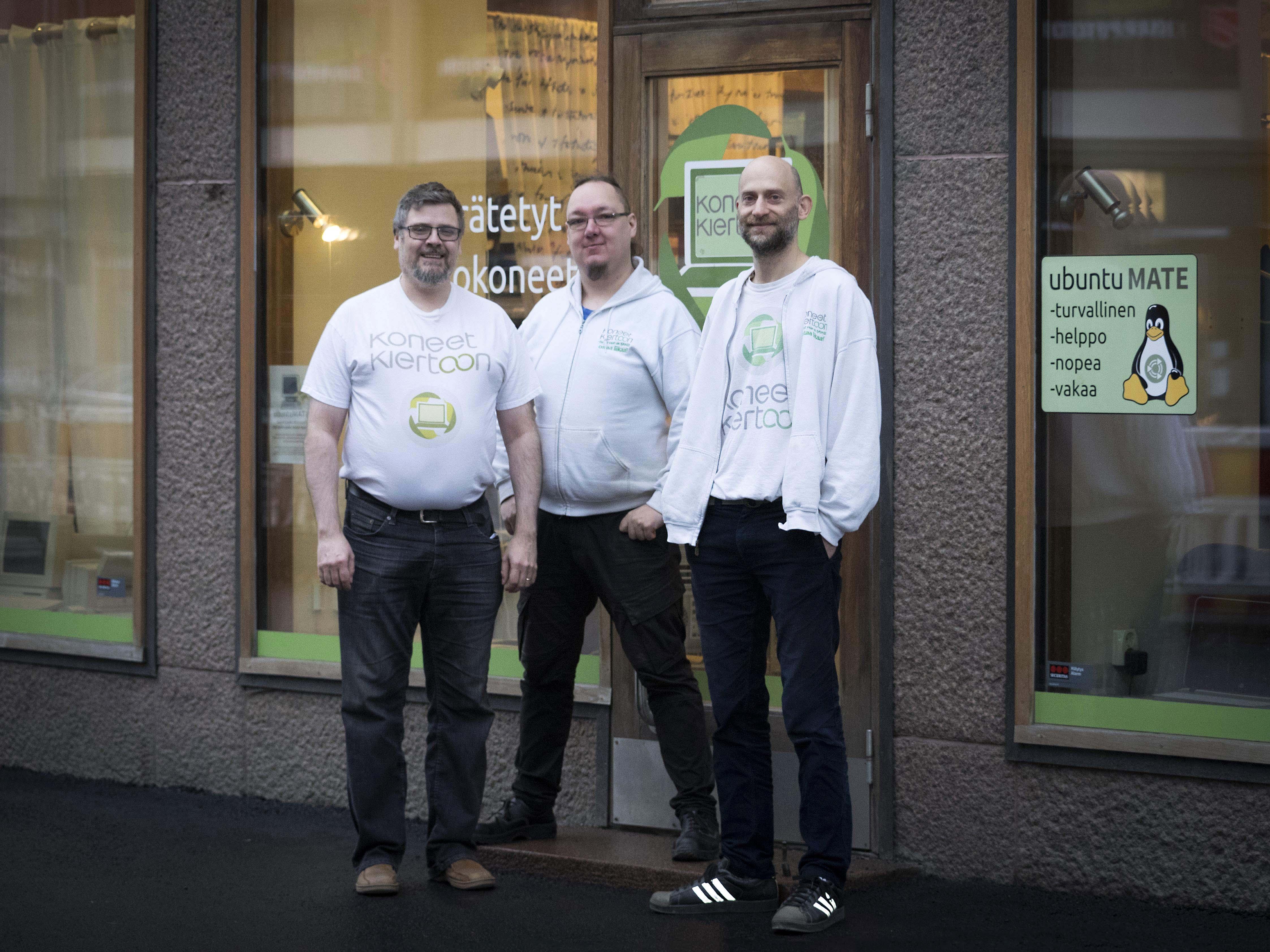 Koneet Kiertoon - Eero, Aki ja Attila huoltavat puhelimet ja tietokoneet